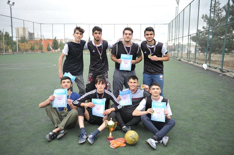 I kursda təhsil alan tələbələr arasında keçirilən mini futbol turniri başa çatıb