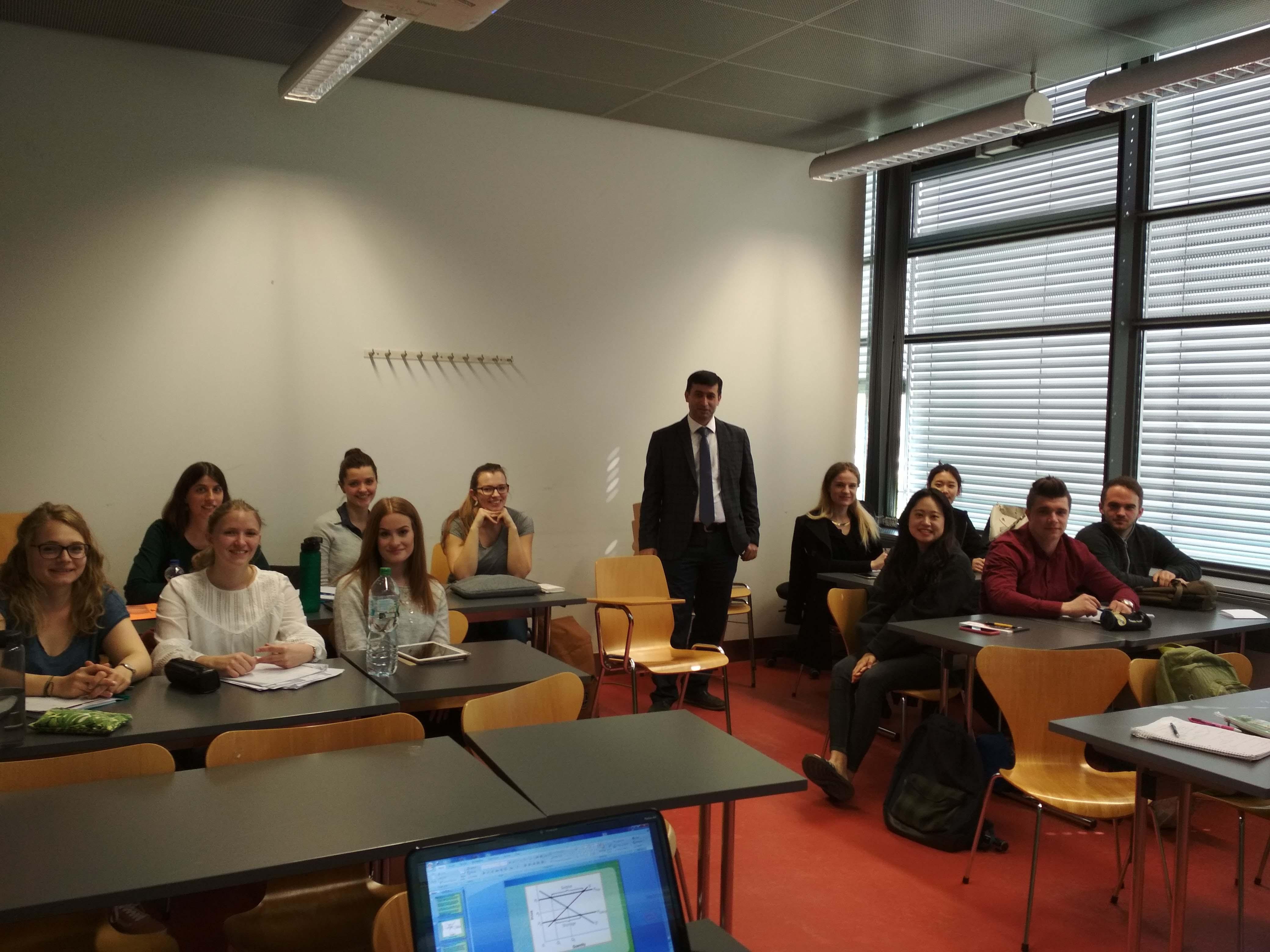 BMU-nun dekanı Almaniyanın Koblenz Universitetində